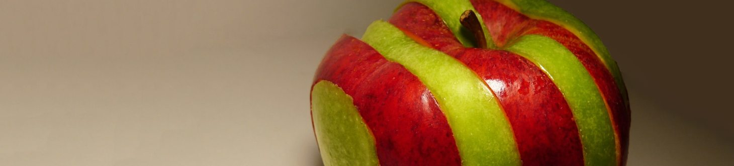 sliced red and green apples